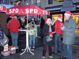 Weihnachts-Postkartenaktion der SPD auf dem Marktplatz von Bad Neustadt im Jahr 2010