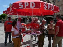 Die SPD Bad Neustadt sammelt Unterschriften gegen das Betreuungsgeld