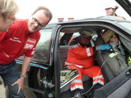 Sabine Dittmar und Markus Rinderspacher bei einer Übung der Feuerwehr Bad Neustadt