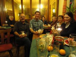 Beim traditionellen Gänseessen der SPD Bad Neustadt erwarben die Mitglieder Caritas-Lichter