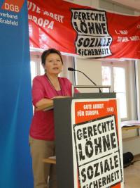 Rita Rösch spricht für die SPD Bad Neustadt bei der 1. Mai Veranstaltung des DGB